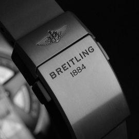 1871P Breitling Bentley 6.75 Midnight Carbon Limited Edition Close5