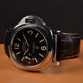 19043S Panerai Luminor Marina Logo Close1-