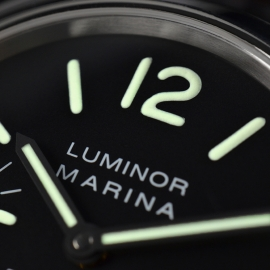 19043S Panerai Luminor Marina Logo Close3