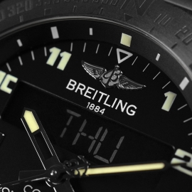 20151S_Breitling_Cockpit_B50_Titanium_Chronograph_Close7.jpg