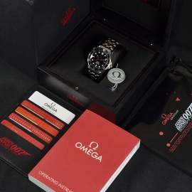 20572S_Omega_Seamaster_Professional_James_Bond_007_Collectors_Piece_Box_3.jpg