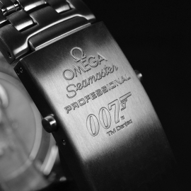 20572S_Omega_Seamaster_Professional_James_Bond_007_Collectors_Piece_Close4_2.jpg