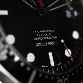 20572S_Omega_Seamaster_Professional_James_Bond_007_Collectors_Piece_Close7_2.jpg