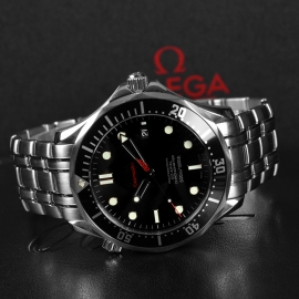 20572S_Omega_Seamaster_Professional_James_Bond_007_Collectors_Piece_Close9_2.jpg