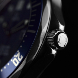 21421S_Omega_Seamaster_Professional_Quartz_Close2.jpg