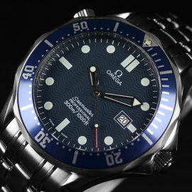 21421S_Omega_Seamaster_Professional_Quartz_Close3.jpg