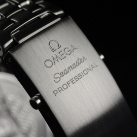 21421S_Omega_Seamaster_Professional_Quartz_Close5.jpg
