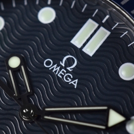 21421S_Omega_Seamaster_Professional_Quartz_Close7.jpg