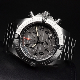 21520S Breitling Avenger Seawolf Chrono Close10