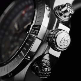 21520S Breitling Avenger Seawolf Chrono Close2