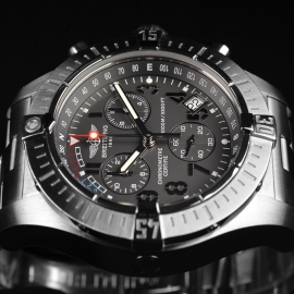 21520S Breitling Avenger Seawolf Chrono Close4