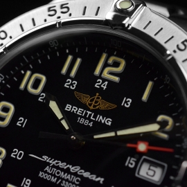 BR20718S_Breitling_Superocean_Close3.JPG