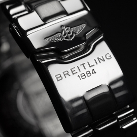 BR20718S_Breitling_Superocean_Close5.JPG