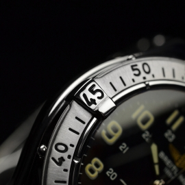 BR20718S_Breitling_Superocean_Close7.JPG