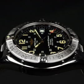 BR20718S_Breitling_Superocean_Close8.JPG