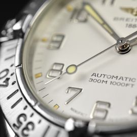 BR21314S_Breitling_Colt_Automatic_Close7.JPG