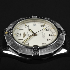 BR21314S_Breitling_Colt_Automatic_Close8_1.JPG