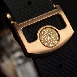 IW1859P_IWC_Portugieser_Yacht_Club_Close4.JPG