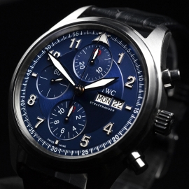 IW20694S_IWC_Pilots_Spitfire_Chrono_Laureus_Close2.JPG