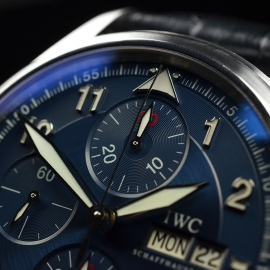 IW20694S_IWC_Pilots_Spitfire_Chrono_Laureus_Close4_1.JPG