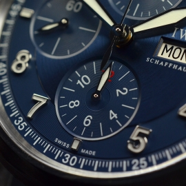 IW20694S_IWC_Pilots_Spitfire_Chrono_Laureus_Close5_1.JPG