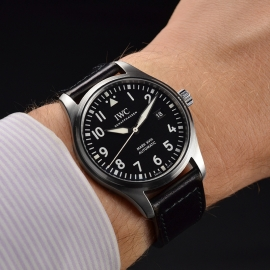 IW21223S_IWC_Pilots_Watch_Mark_XVIII_Wrist.JPG