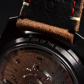 OM20456S_Omega_Speedmaster_Dark_Side_of_the_Moon_Vintage_Black_Close11.JPG