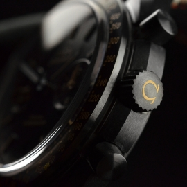 OM20456S_Omega_Speedmaster_Dark_Side_of_the_Moon_Vintage_Black_Close12.JPG