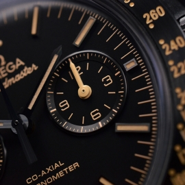 OM20456S_Omega_Speedmaster_Dark_Side_of_the_Moon_Vintage_Black_Close18.JPG