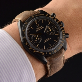 OM20456S_Omega_Speedmaster_Dark_Side_of_the_Moon_Vintage_Black_Wrist.JPG