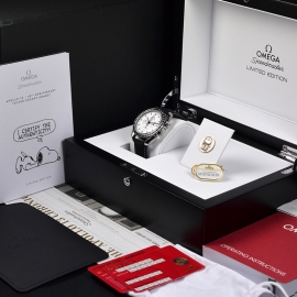 OM20796S_Omega_Speedmaster_Apollo_13_Snoopy_Edition_Box_1.JPG