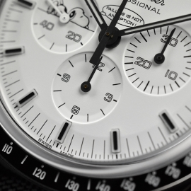 OM20796S_Omega_Speedmaster_Apollo_13_Snoopy_Edition_Close5.JPG