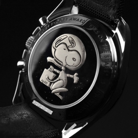 OM20796S_Omega_Speedmaster_Apollo_13_Snoopy_Edition_Close9_1.JPG