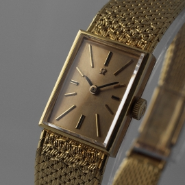 OM21001S_Omega_Vintage_Ladies_18ct_Close1.jpg