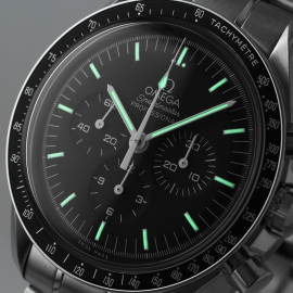 OM21219S_Omega_Speedmaster_Professional_Moonwatch_(Special_Presentation_Case)_Close1.jpg