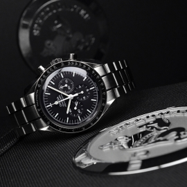 OM21219S_Omega_Speedmaster_Professional_Moonwatch_(Special_Presentation_Case)_Close10.JPG