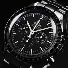 OM21219S_Omega_Speedmaster_Professional_Moonwatch_(Special_Presentation_Case)_Close2.JPG