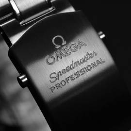 OM21219S_Omega_Speedmaster_Professional_Moonwatch_(Special_Presentation_Case)_Close4.JPG
