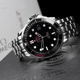 OM21517S Omega Seamaster Professional James Bond 007 50th Anniversary Collectors Edition Close10