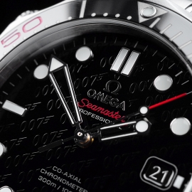 OM21517S Omega Seamaster Professional James Bond 007 50th Anniversary Collectors Edition Close5