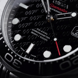 OM21517S Omega Seamaster Professional James Bond 007 50th Anniversary Collectors Edition Close6