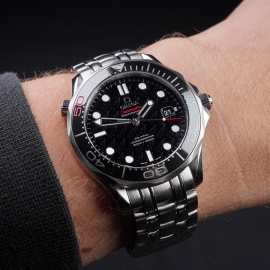 OM21517S Omega Seamaster Professional James Bond 007 50th Anniversary Collectors Edition Wrist 1