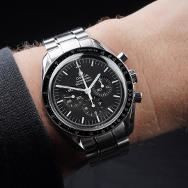 OM21531S Omega Speedmaster Professional Moonwatch (Special Presentation Case) Wrist