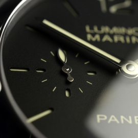 PA20205S-Panerai-Luminor-Marina-1950-3-Days-42mm-Close8
