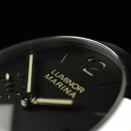 PA20205S-Panerai-Luminor-Marina-1950-3-Days-42mm-Close9 1