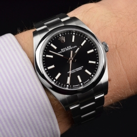 RO21080S_Rolex_Oyster_Perpetual_Wrist.JPG