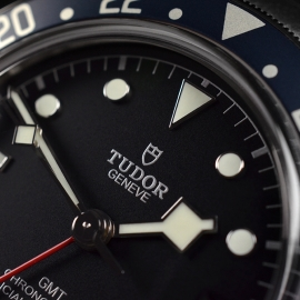 TU21367S Tudor Black Bay GMT Pepsi Bezel Close5