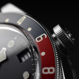 TU21367S Tudor Black Bay GMT Pepsi Bezel Close7