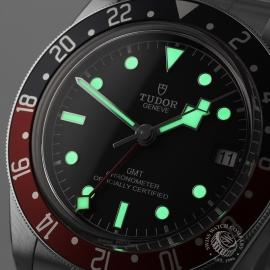 TU21367S Tudor Black Bay GMT Pepsi Bezel Close1