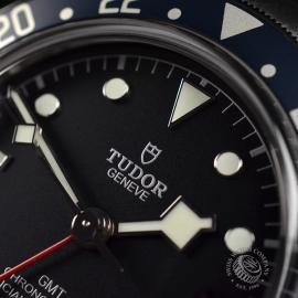 TU21367S Tudor Black Bay GMT Pepsi Bezel Close5